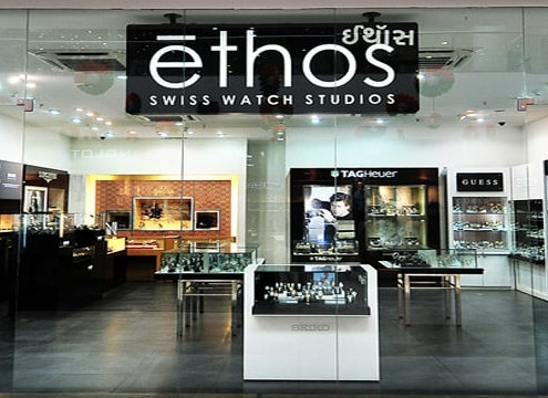 custom-acrylic-display-racks-in-shopping-malls